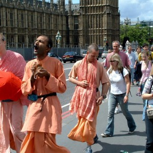 hare_krishna_at_big_ben1