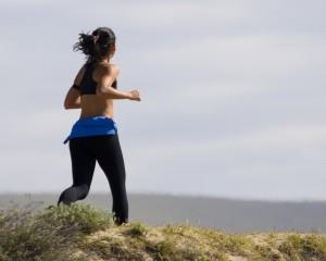 Jogging_Woman_in_Grassg